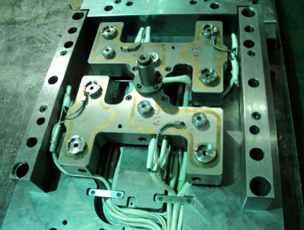 Hot runner mould advantage